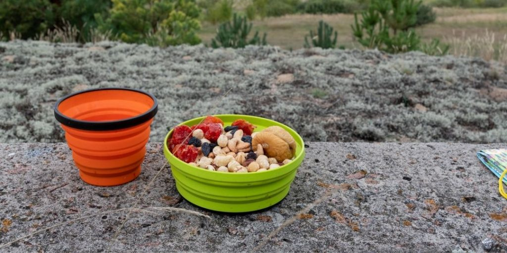 Best Snacks for Hiking With Little to no Preparation_Trekkerr